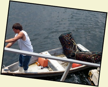 09c - Perkins Cove - Unloading the Lobsters