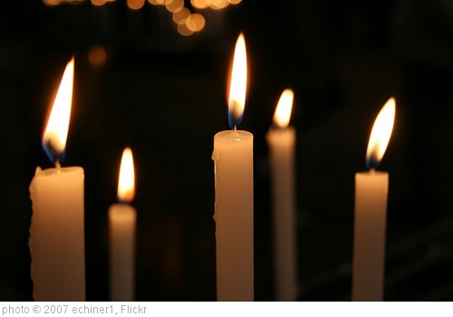 &#39;Candle lights&#39; photo (c) 2007, echiner1 - license: http://creativecommons.org/licenses/by-sa/2.0/