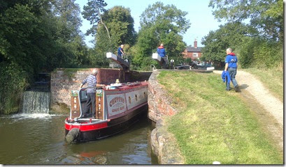 2 volunteers lapworth locks