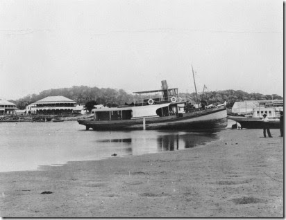 StateLibQld_1_298459_Steamboat_beached_on_the_Tweed_Heads_shoreline,_ca._1900