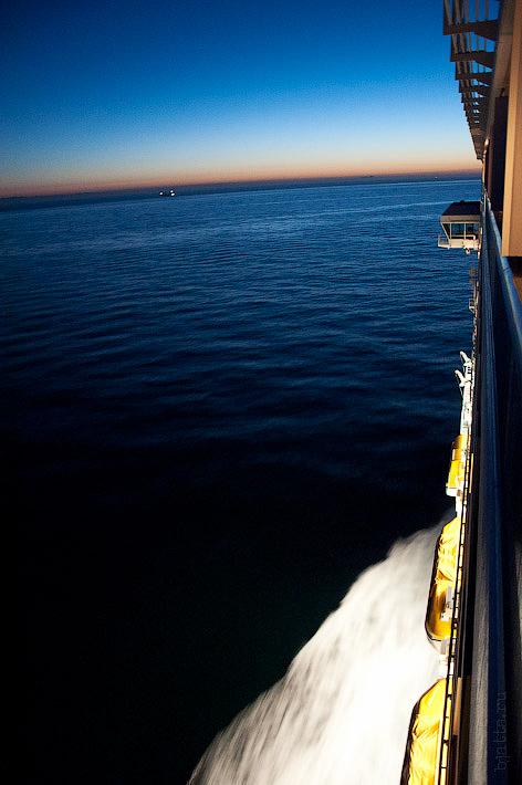 Первый день в круизе на Costa Concordia. Информационный канал в каюте. Волны Коста Конкордии.