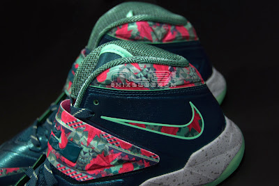 lebrons soldier7 power couple 43 web dark The Showcase: Nike Zoom Soldier VII Power Couple (GitD)