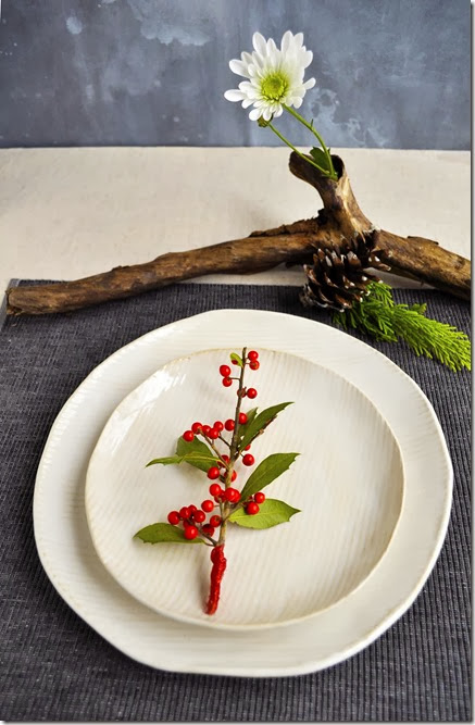 minimalist holiday place setting