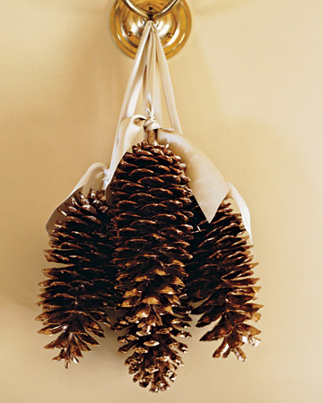 These gold gilded pinecones make for beautiful decorations. (marthastewart.com)