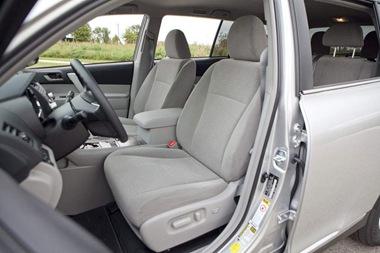 2011-Toyota-Highlander-frontseats