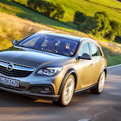 Yeni-Opel-Insignia-Country-Tourer-2014-3.jpg