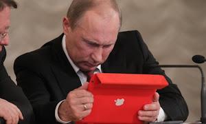 Putin alle prese con un Apple iPad