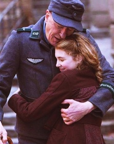 the-book-thief-starring-sophie-nelisse[5]