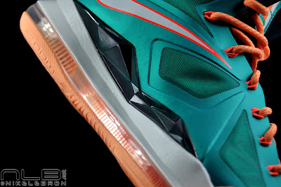 lebron10 dolphins 52 web black The Showcase: Nike LeBron X Setting / Miami Dolphins