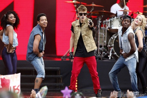 Justin-Performing-at-MTV-World-Stage-live-in-Malaysia-justin-bieber-31468490-2400-1554