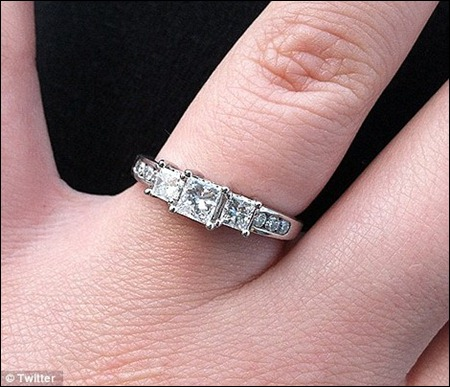Kailyn Lowry and fiance Javi Marroguin with diamond engagement ring