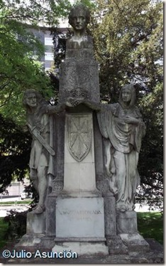 Monumento a Navarro Villoslada