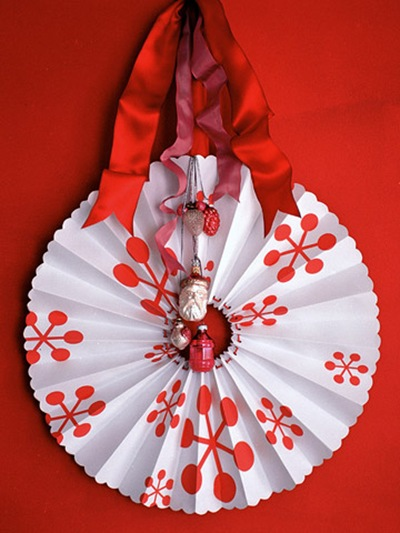 paper fan holiday wreath