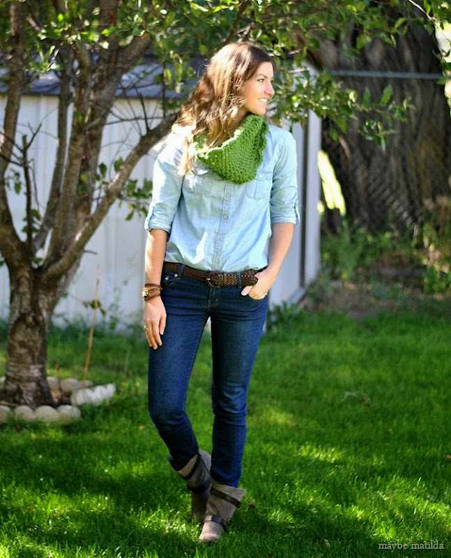 Free crochet pattern to make this cute chunky cowl! Perfect beginner project, quick and easy.