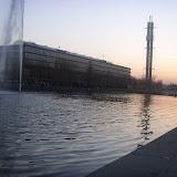 """Издалека видно 80-метровое  здание ярмарочной башни, на которой укреплен символ Лейпцигской ярмарки - двойная буква """"М""""."""