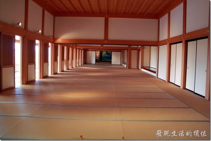 日本北九州-熊本城。「本丸御殿」的大廣間(宴客廳),有個非常長的空間。
