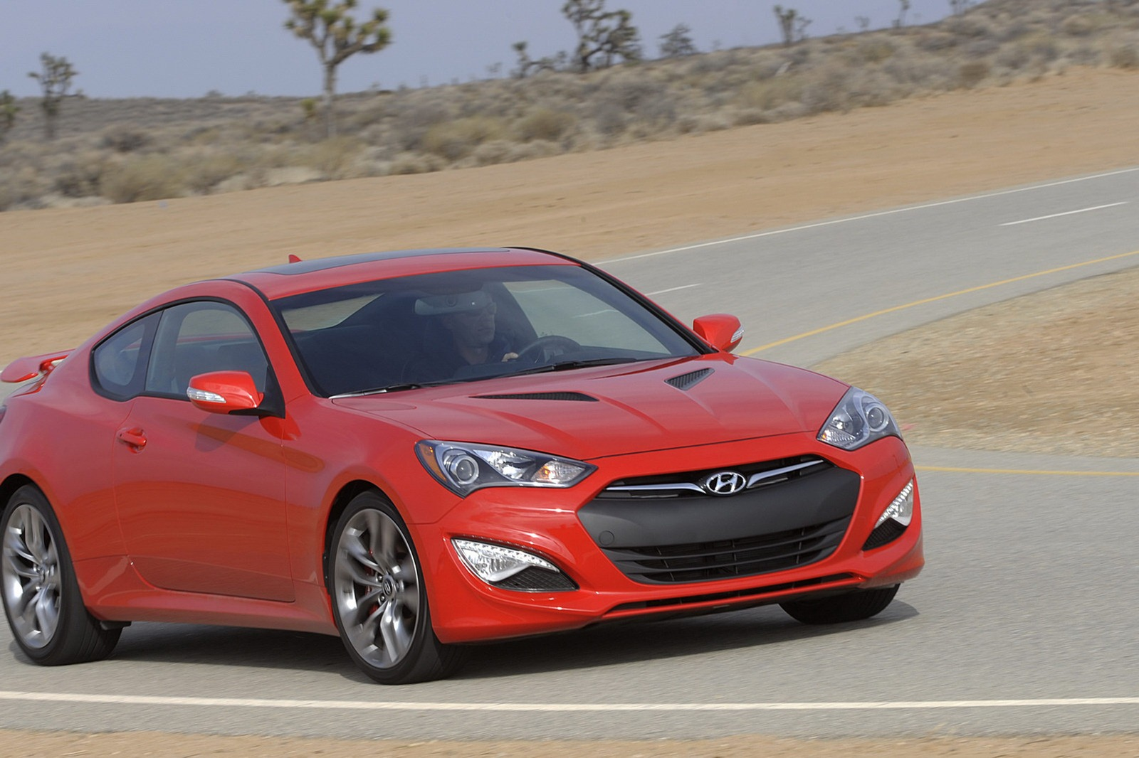 2013 hyundai genesis coupe makes its u s debut gets 348hp v6 and 274hp 2 0l turbo videos. Black Bedroom Furniture Sets. Home Design Ideas