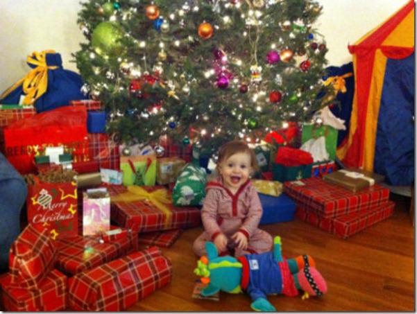 happy-kids-christmas-morning-12