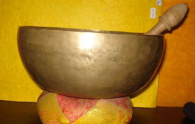 Singing bowl(hand beaten bowl)