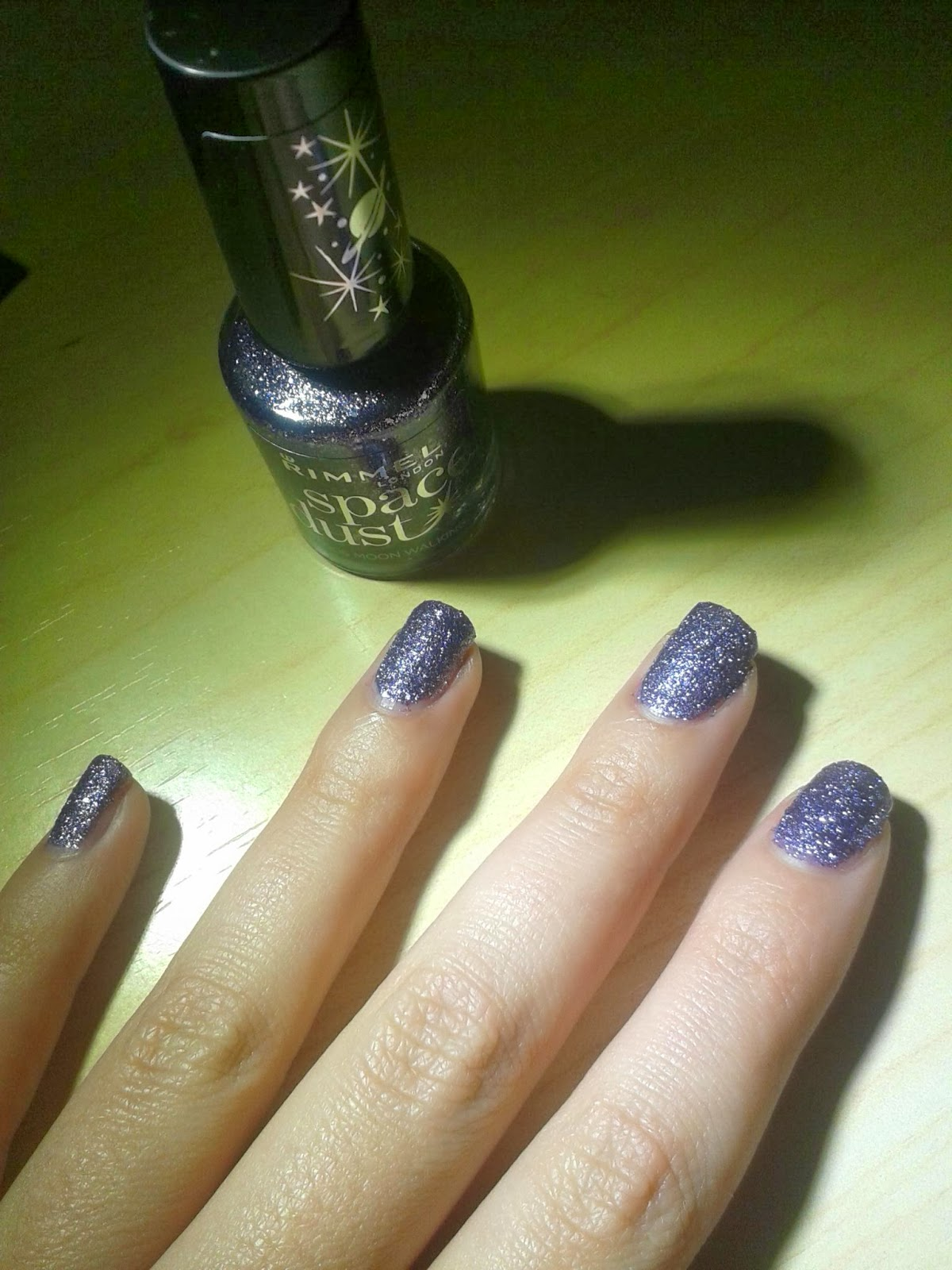 Women\'s: Uñas brillantes con Space Dust de Rimmel London