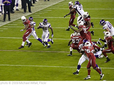 'Nice run by Adrian Peterson' photo (c) 2009, Michael Wifall - license: http://creativecommons.org/licenses/by-sa/2.0/