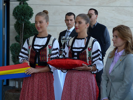 Fete in costume populare bihorene in la Double Tree Oradea