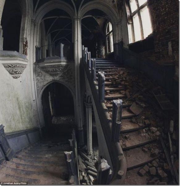 abandoned-castle-belguim-7