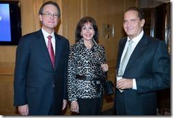 Manuel A. Grullón con los señores Elianne y Phillipe Wahl.