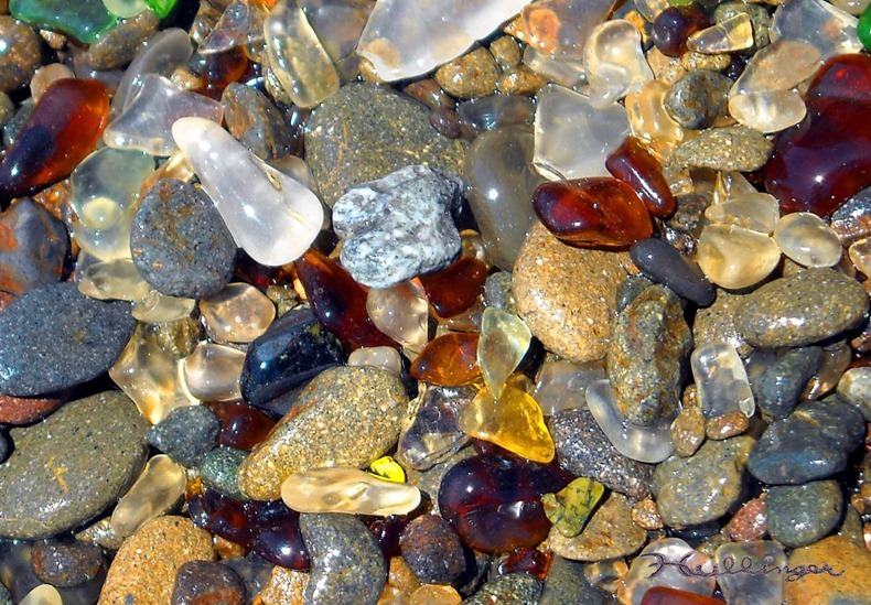 شاطى الزجاج glass-beach-6%255B