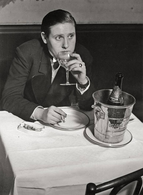"Lulu au ""Monocle"" a Montparnasse,Paris 1933 by Brassai.jpg"