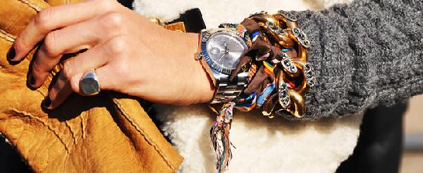 relogio e pulseiras