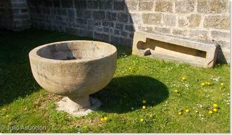 Villatuerta - Pila bautismal y la piedra de la monja