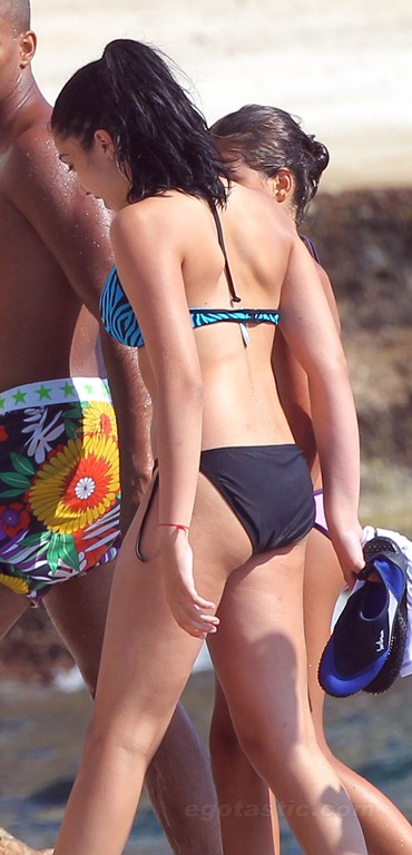 lourdes-leon-bikini-france-06