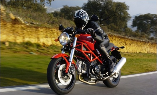 Ducati_Monster_695_mujeres - copia