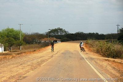 estradas no interior nordeste do Brasil