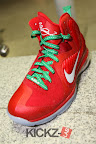 nike lebron 9 gr christmas 4 11 kickz Throwback Thursday: Look Back at LBJs 2011 Christmas Shoes