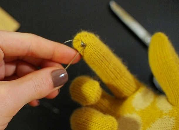 DIY iPhone Gloves - Becky's Workshop