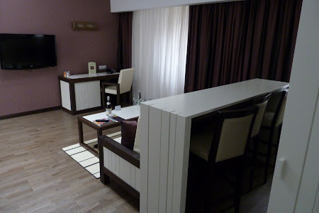 9. living hotel Epoque Bucuresti.JPG