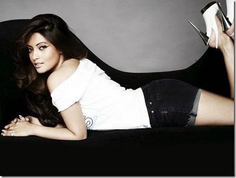 Riya Sen Short Jeans