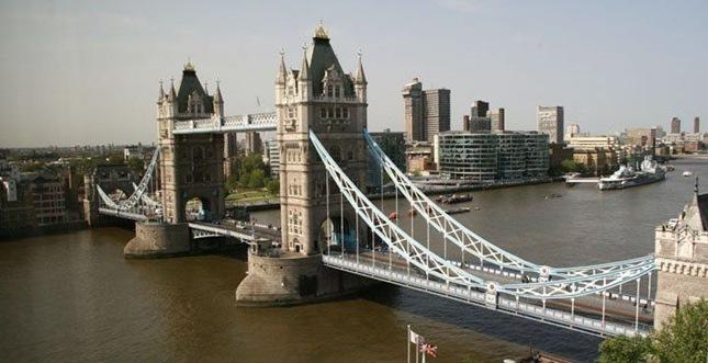 full_guoman_tower_view_over_bridge