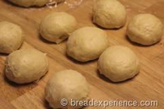 pumpkin-knot-yeast-rolls_1585_thumb[4]