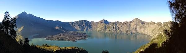 rinjani_sunrise_crater_lake_2.jpg
