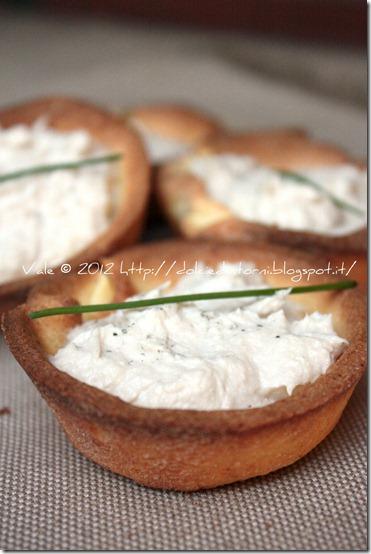 Tartellette di frolla salata con ricotta e sgombro