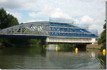cleaning appleford railway bridge