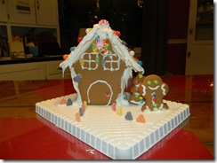 Gingerbread house 057