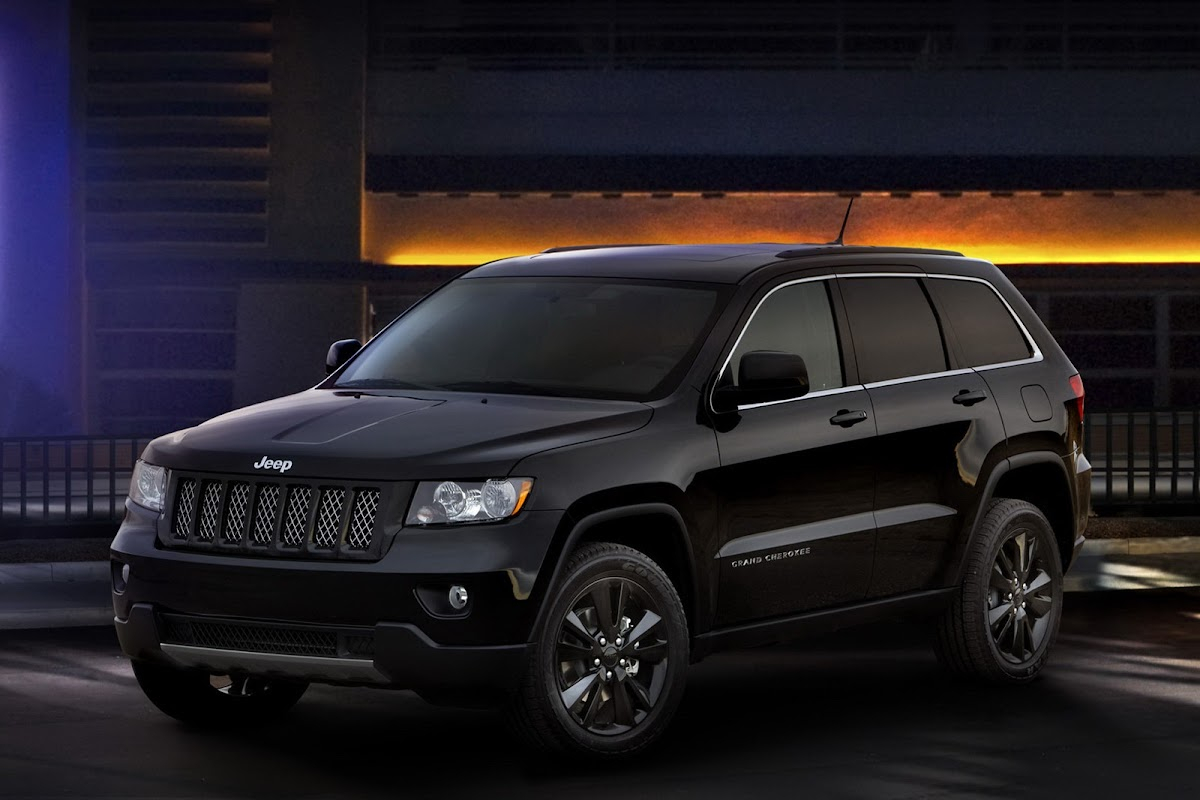 "jeep debuts murdered out ""altitude"" editions of grand cherokee"