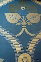 """Tkanina ozdobna typu """"adamaszek"""". Dwustronna. Na zasłony, poduszki, narzuty, dekoracje. Niebieska, granatowa."""