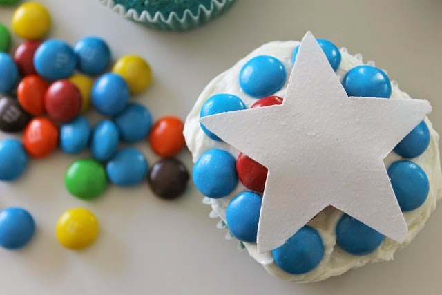 captain america cupcakes with a big star #shop