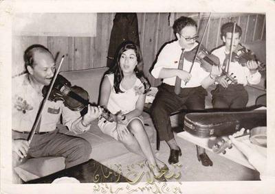 بروفه لحفل للمطربة اللبنانية طروب سنة 1965 العازفون عطية شرارة الياس فزع عيسى البله صورة نادرة