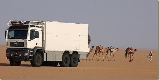 Traverser le désert en camion UNICAT TGA 6 × 6 (23)